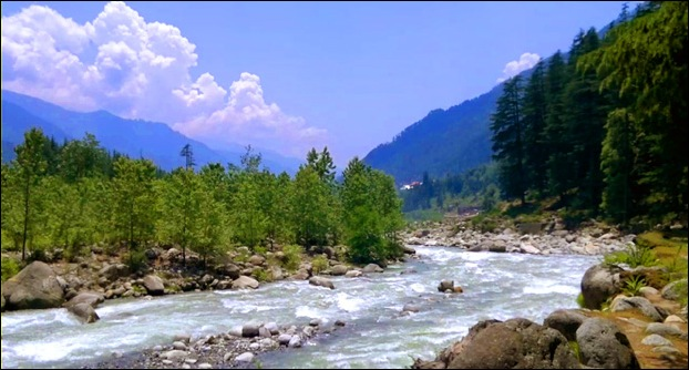 Take a sip of Tea by the side of Beas river in Manali