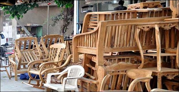 Chincholi Bunder Link Road is a nice place to buy furnitures in Mumbai