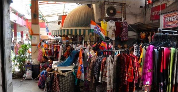 Head over to Dakshinapan Market for buying authentic handlooms and artifacts.