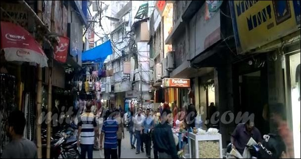 You can also enjoy Street food of Bengal along with the shopping activity