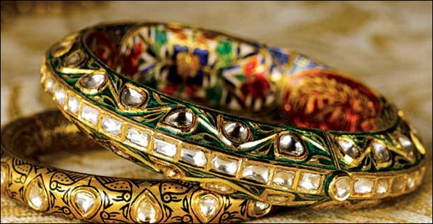 Rajasthani Jewellery is also a must shop item in Udaipur
