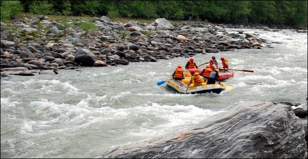 River Rafting in the roaring beas river in Manali