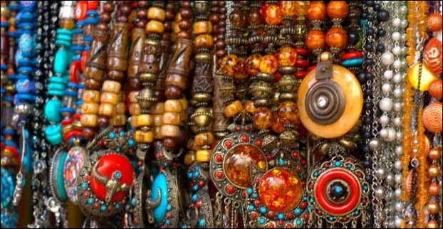 A shop selling trendy jewelery.