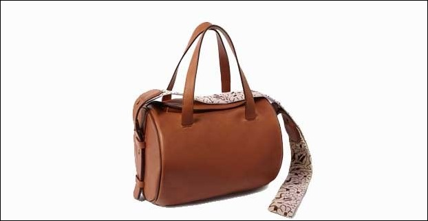 Shoulder Strap handbags go well with casuals and well as formal outfits