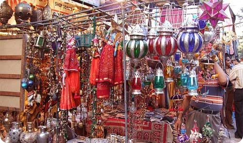 A shop in Janpath Market selling decorative items - One of the centrally located market for shopping in Delhi near Palika